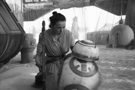 star-wars-tfa-hi-res-rey-meets-bb-8 copy.jpg